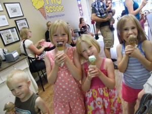 children-eating-icecream